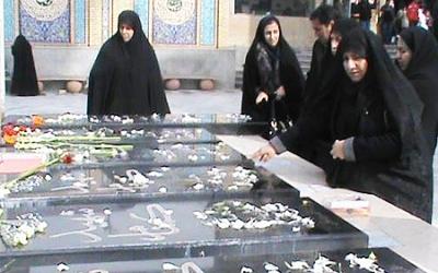 برگزاری مراسم در جوار شهدای گمنام بسیج خواهران