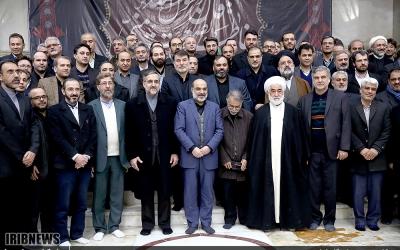 تجدید میثاق رئیس و جمعی از مدیران سازمان صدا وسیما با آرمان های امام خمینی (ره)